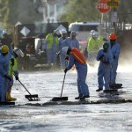 Responders attempt to clean oil from the streets of Los Angeles (image source: AP)