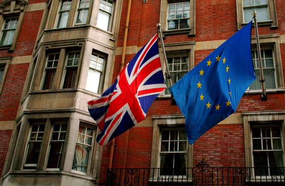 Union_Jack_and_the_european_flag