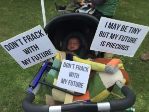 tiny-fracking-protestor