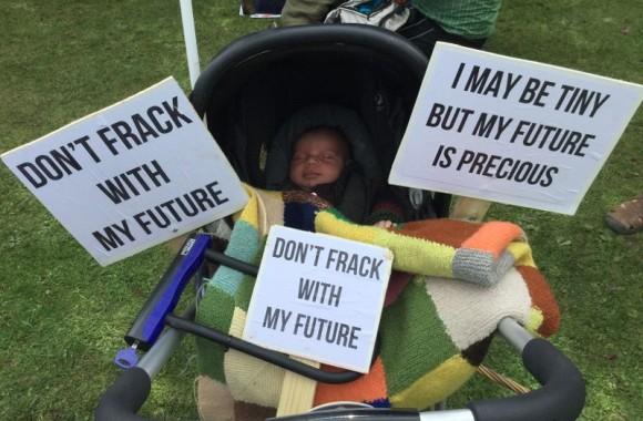 tiny-fracking-protestor