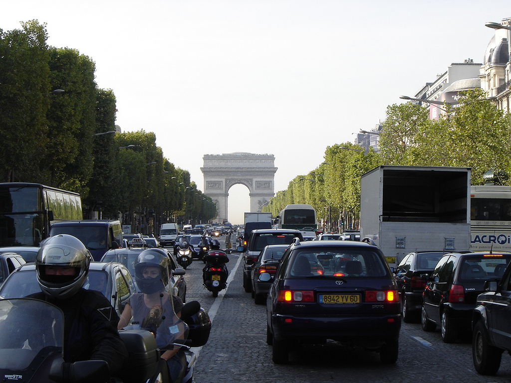 Paris Proposes Ban on All Internal Combustion Cars by 2030